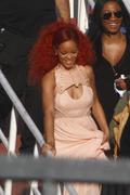 http://img199.imagevenue.com/loc106/th_107824347_RihannaW003_122_106lo.jpg