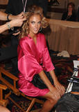 th_97034_fashiongallery_VSShow08_Backstage_AlessandraAmbrosio-19_122_127lo.jpg