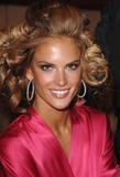 th_96932_fashiongallery_VSShow08_Backstage_AlessandraAmbrosio-50_122_404lo.jpg