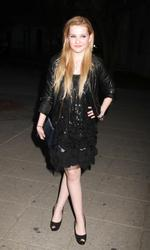 http://img199.imagevenue.com/loc444/th_139405755_AbigailBreslin_VanityFairParty_TribecaFF_270411_010_122_444lo.jpg