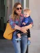 http://img199.imagevenue.com/loc547/th_442710643_Hilary_Duff_Out_and_About_with_Luca11_122_547lo.jpg