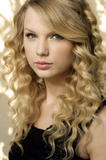 http://img199.imagevenue.com/loc555/th_29259_Taylor_Swift_-_Damian_Dovarganes_Photoshoot_123_122_555lo.jpg
