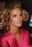 th_96830_fashiongallery_VSShow08_Backstage_AlessandraAmbrosio-46_122_66lo.jpg